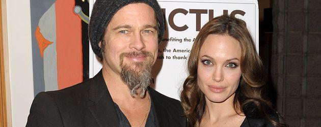 Brad Pitt und Angelina Jolie mit Maddox im Dezember 2009