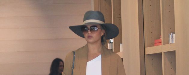 Chrissy Teigen beim Shoppen in LA
