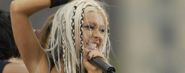 Christina Aguilera bei einem Auftritt in New York 2002
