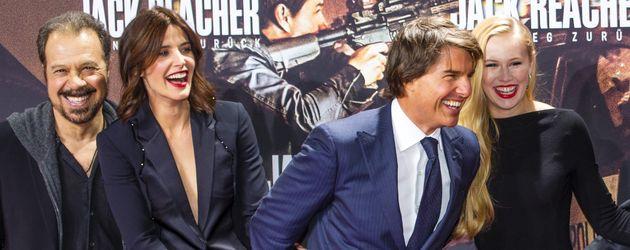 Edward Zwick, Cobie Smulders, Tom Cruise und Danika Yarosh in Berlin