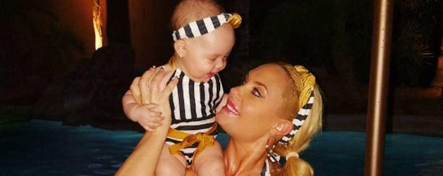 Coco und Baby Chanel Nicole in Bikinis von Sugardollz
