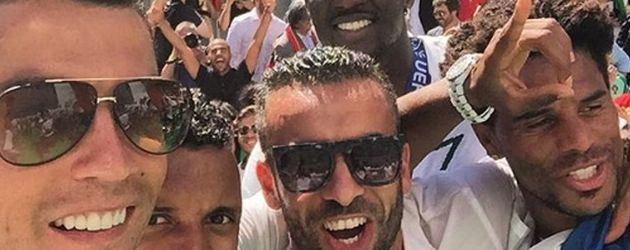 Cristiano und seine Mannschaft beim Empfang nach der EM 2016