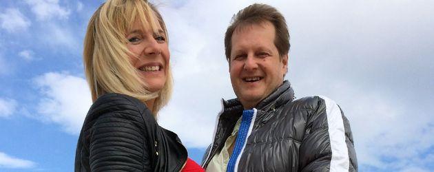 Daniela Karabas und Jens Büchner am Strand von Mallorca