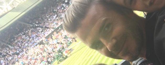David, Romeo und Cruz Beckham machen ein Selfie in Wimbledon