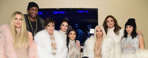Der Kardashian-Jenner-Clan vor einem Konzert von Kanye West