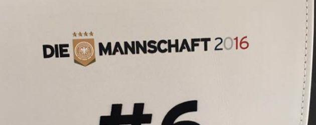 Der Platz von Sami Khedira im Flugzeug der deutschen Nationalmannschaft