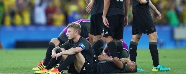 Die DFB-Fußballer nach dem Elfmeterschießen gegen Brasilien bei Olympia 2016