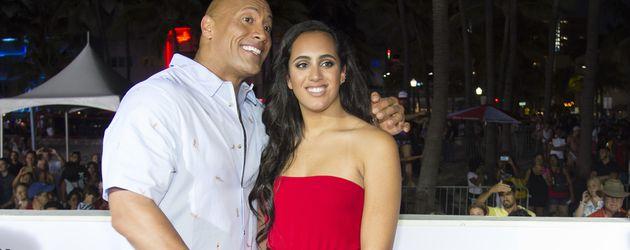 """Dwayne """"The Rock"""" Johnson mit Tochter Simone Johnson bei der """"Baywatch""""-Premiere in Miami Beach"""