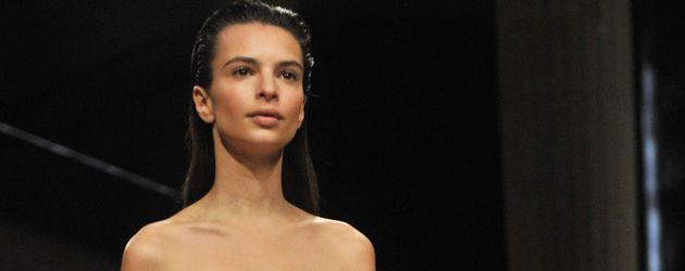Emily Ratajkowski bei der Paris Fashion Week