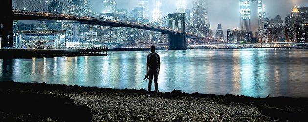 Christopher Serrano vor der New Yorker Skyline