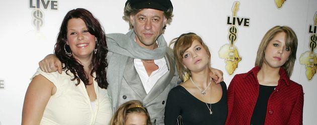 Fifi Geldof mit ihrem Vater Bob Geldof und ihren Schwestern Tiger, Pixie und Peaches im Jahr 2005