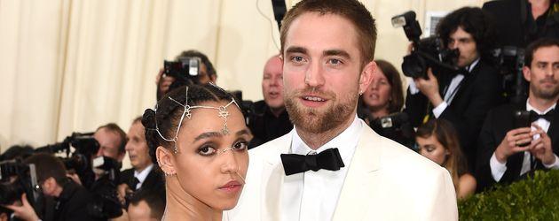 FKA Twigs und Robert Pattinson bei der MET-Gala