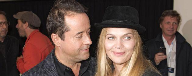 Jan Josef Liefers und Ehefrau Anna Loos einer Premiere in Berlin