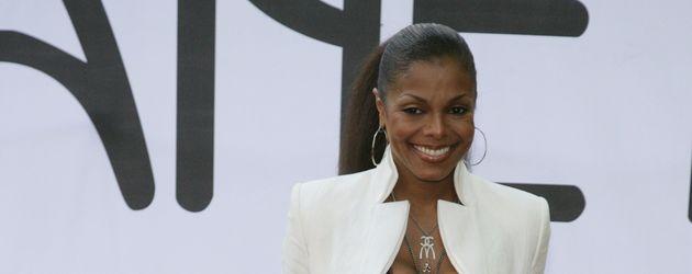 Janet Jackson mit Sixpack