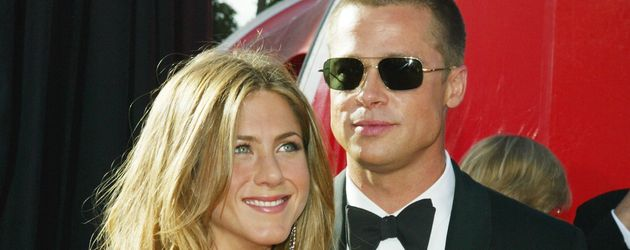 Jennifer Aniston und Brad Pitt bei den Emmys 2004