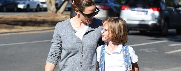 Jennifer Garner beim Abholen ihrer Tochter Violet von ihrer Schule in L.A.