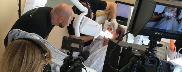 """Jens Büchner beim Zahnarzt """"Oral health point Bregenz"""""""