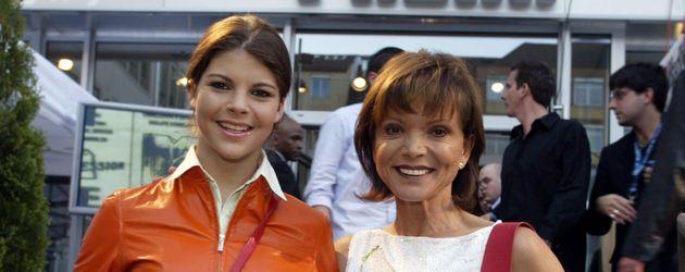 Julia Tewaag und Mama Uschi Glas im Jahr 2002