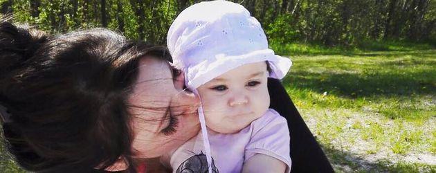 Anne Wünsche mit ihrer Tochter Juna