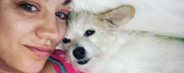 Schauspielerin Kaley Cuoco mit Hündin Ruby