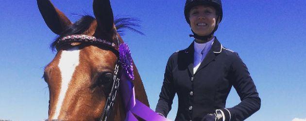 Kaley Cuoco mit ihrem Pferd