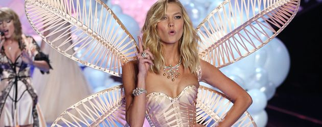 """Karlie Kloss in der """"Victoria's Secret""""-Show 2014"""