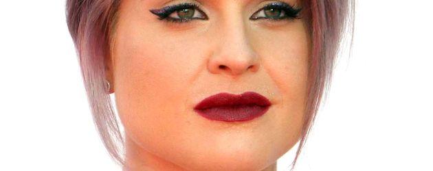 Kelly Osbourne mit roten Lippen