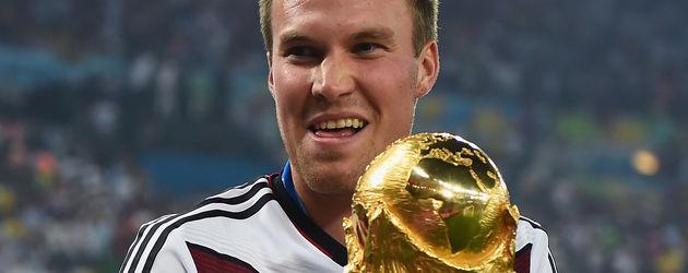 Kevin Großkreutz mit WM-Pokal