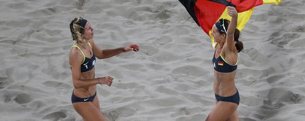 Olympia-Siegerinnen: Laura Ludwig und Kira Walkenhorst (r.)