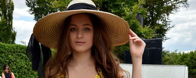 """Lily Aktinson bei dem """"Qatar Goodwood""""-Pferderennen 2015 in Midhurst"""