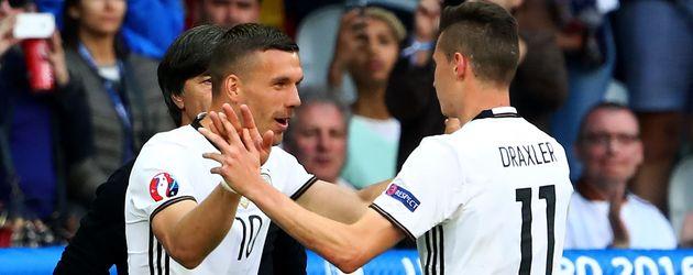 Lukas Podolski (l.) und Julian Draxler (r.) bei der Fußball-Europameisterschaft 2016 in Frankreich