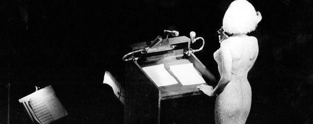 Marilyn Monroe auf der Bühne bei John F. Kennedy's Geburtstagsfeier im Mai 1962