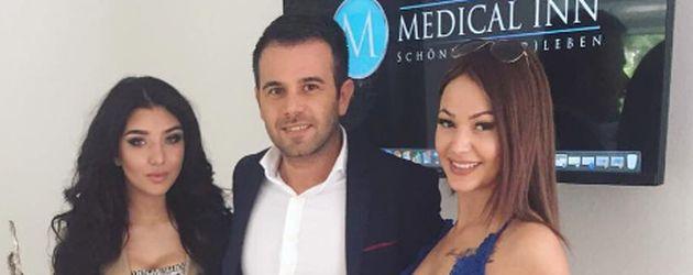 Melody Haase und Anita Latifi mit Dr. Mehmet Atila von der Medical-Inn-Klinik in Düsseldorf