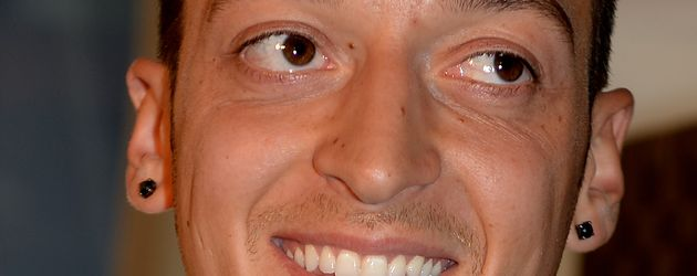 Mesut Özil, Fußballstar