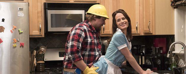 """Michael Chernus und Elizabeth Reaser verkleiden sich in der Serie """"Easy"""" für ein Sexspiel"""