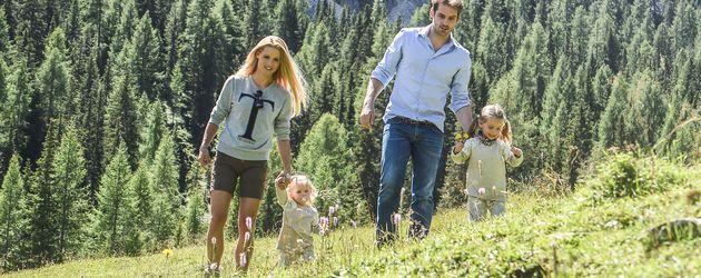Michelle Hunziker und Tomaso Trussardi mit den Kindern Sole und Celeste in Südtirol
