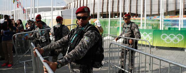 Militär riegelt das Gelände um die abgestürzte Kamera ab