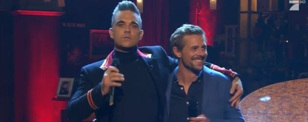 Moderator Klaas Heufer-Umlauf singt mit Megastar Robbie Williams