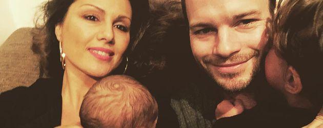Nazan Eckes und Julian Khol mit ihren Söhnen Ilyas und Lounis