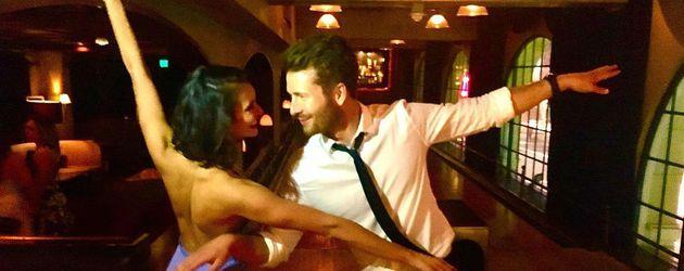 Nina Dobrev mit Glen Powell an ihrem 28. Geburtstag