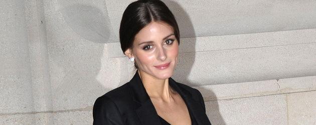 Olivia Palermo ganz in schwarz