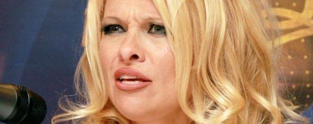 Stars - Video - Pamela Anderson komplett nackt -