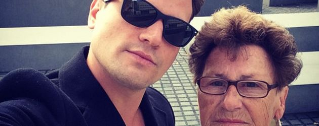 Rocco Stark mit Oma vorm Holocaust-Mahnmal