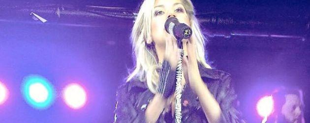 Sängerin Jax bei einem Konzert