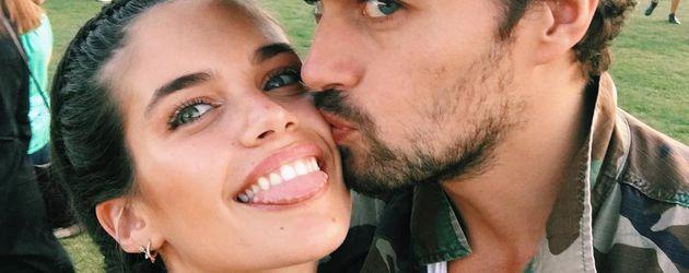 Sara Sampaio und ihr Freund Oliver Ripley auf dem Coachella-Festival