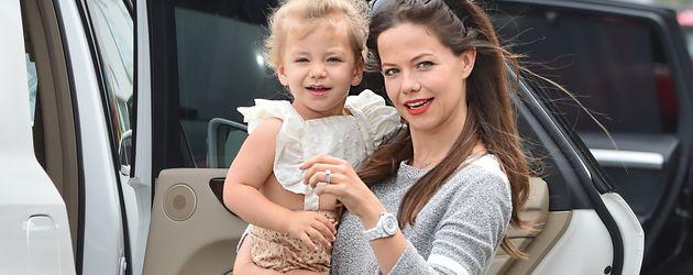 Tammin Sursok mit ihrer Tochter Phoenix