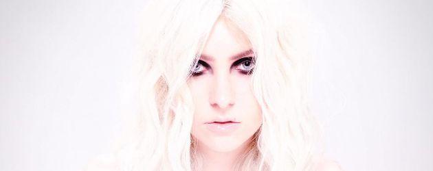 Taylor Momsen auf einem Albumcover