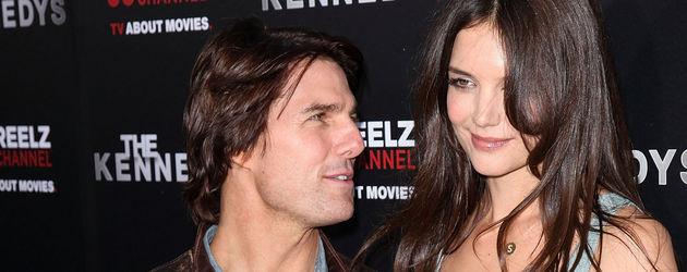 Tom Cruise blickt zu Katie Holmes auf