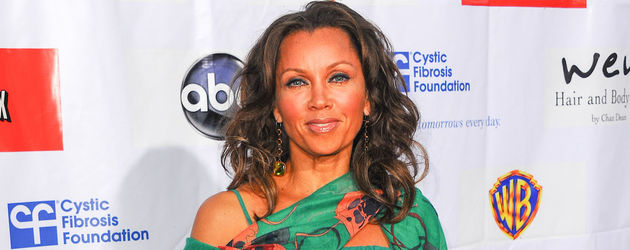 Vanessa Williams im türkisfarbenen Kleid